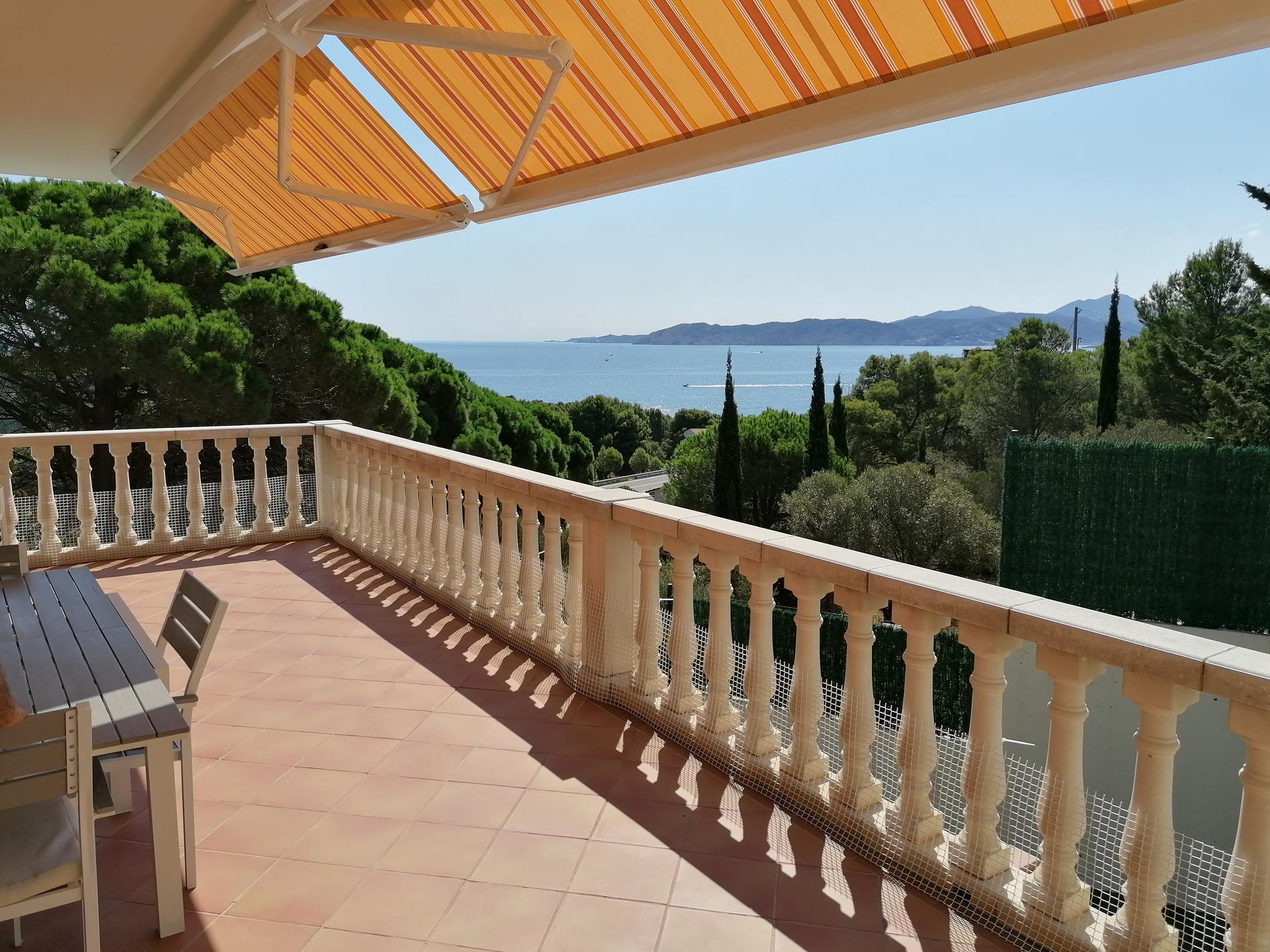 House -                               Llança -                               4 bedrooms -                               8/10 persons